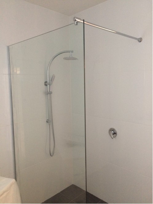 frameless shower screen with support